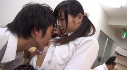 学校でバレないように声を押し殺してエッチしてるのに愛液のクチュクチュ音が | アダルト動画 DUGA