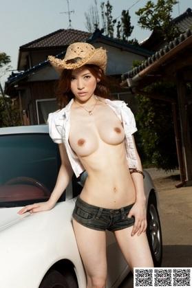 19【AV女優エログラビア画像】全裸で洗車は犯罪です!逮捕して、その巨乳と、くびれ、そして中の具合も