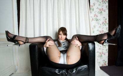 働くお姉さんがミニスカートストッキングでエロい美脚を見せてくれる画像で、まったりシコシコ[33枚]