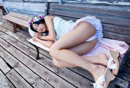 美少女純白パンチラ