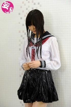 妄想女子校生 濡れて透ける制服