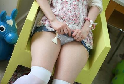デニムミニスカ美少女の熟れ熟れ太もも純白チラリズムパンティ万歳 | パンチラ仮面【高画質限定スマホ向