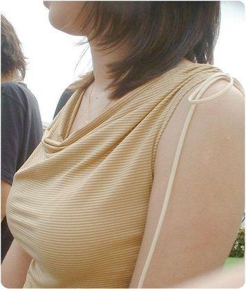 【素人】彼氏や旦那に撮られたおっぱいや街中で目立つ着衣巨乳画像 - エロ画像でヌキヌキ!