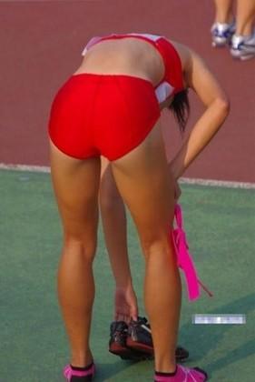 陸上スポーツ選手の汗まみれの股間(*´ー`)ムフフ…(フェチ・スポーツ・パンチラ・エロ画像)-エロ画