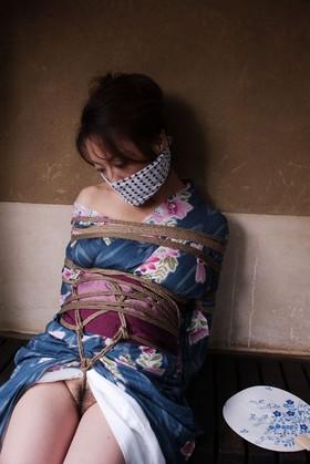 【SM☆着衣緊縛】オフィスのOL風美人お姉さんを着衣のまま縛ってみた♪ - SM・緊縛・調教・浣腸画