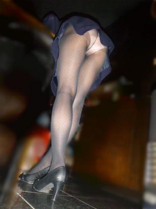 ミニスカート履いてる素人さんのパンチラを逆さ撮りして厳選してみたエロ画像集 – エロ画像らぼ