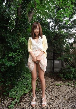 スレンダー美人お姉さんのハニカミフレアスカートたくし上げパンチラに欲情必至