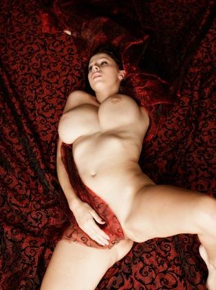 【外人女の裸画像】ロシア熟女巨乳美人の豊満なエロボディー - えっち膳屋~スケベな動画いやらしい画像