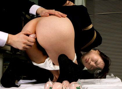 【SM☆浣腸凌辱】手枷*手錠羞恥凌辱に浣腸逆糞射!! - SM・緊縛・調教・浣腸画像