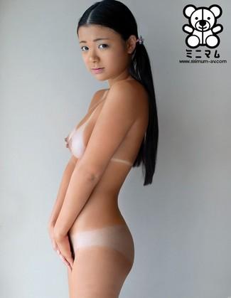 ミニマム 公式アダルトサイト:日焼けのロリィーちゃん 鶴田かな