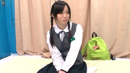 田舎から東京にやって来た修学旅行生7 甘酸っぱい処女の匂いが充満する中で女の子の悩みを解決してあげた