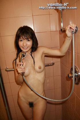 セクシー女優の吉沢明歩さん(年齢不詳)、経済効果が1000億円
