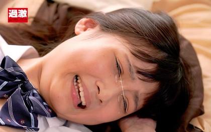 デカチンを無理矢理挿入され痛くて泣いちゃったけど…最後は涙目でイキまくったキツマン少女