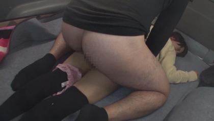 すらりと伸びた足から覗くスカートとニーハイの間の太もも「絶対領域」を目の前で見てしまった僕は・・・