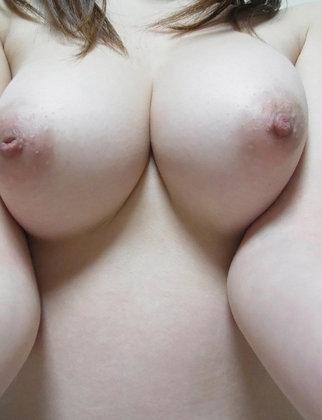 ☆巨乳*美乳*貧乳の乳首☆乳首舐めたい!吸いたい!イジリたい♪ Part 3 - 乳首画像