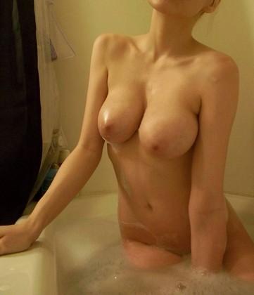 お風呂場ヌードがエロいwwwwwwwwwwwwwww - NAGAREDE~流出~