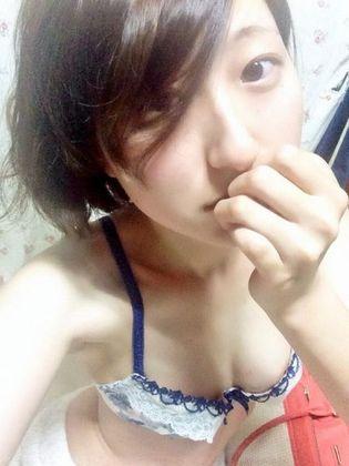 19歳の現役女子大生がTwitter顔出しで乳首ポロリ自画撮り