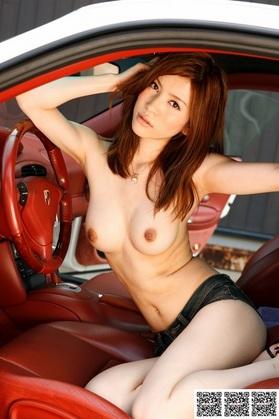 13【AV女優エログラビア画像】全裸で洗車は犯罪です!逮捕して、その巨乳と、くびれ、そして中の具合も