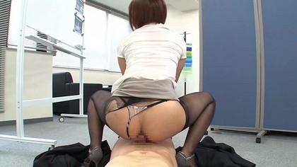 紗倉まな『タイトスカートの誘惑』のセックス画像。
