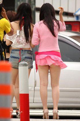 【閲覧御礼】☆風に舞うパンチラ 今年は春から・・♪♪♪ ピンク画像速報