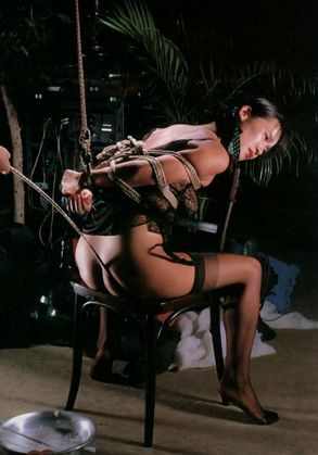 【SM☆緊縛凌辱二穴責め】マンコにアナルにバイブをブチ込む緊縛熟女! - SM・緊縛・調教・浣腸画像