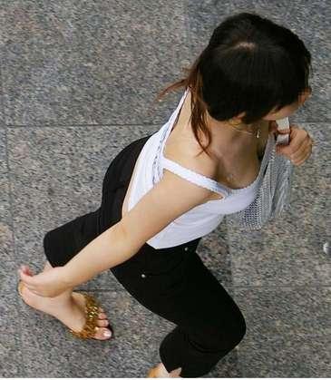 素人女子の胸チラ盗撮画像 | チラリ荘