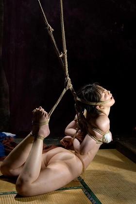 【SM☆緊縛亀甲】柔肌に亀甲縛りの緊縛!吊り緊縛M女! - SM・緊縛・調教・浣腸画像