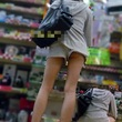 超短いホットパンツで買い物しているギャルがあまりにも無警戒なので逆さ撮りされまくる (2)