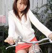 【盗撮☆チャリチラ】ミニスカートでノーパン?ありえない^^; - パンチラ・胸チラ・逆さ撮り画像