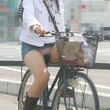 【街撮り盗撮☆チャリチラ】デニムのミニスカお姉さんありがとうね!いいモノ見せて貰ったよ♪ - パンチ