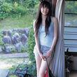 新垣結衣ちゃんのタンクトップでホットパンツ画像 (4)
