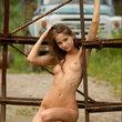 美しい白人少女が野外でパイパン露出ヌード