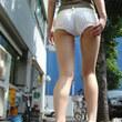 大胆に脚を出してるホットパンツの女の子 エロエロ画像無料宝庫