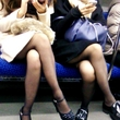 電車内パンチラ・太もも盗撮素人エロ画像16