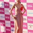 半乳ポロリ的な激エロドレスを披露した韓国の女優 (2)