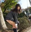 女子高生ソックス直しパンチラ | エロ画像ギャラリー